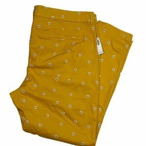 Old Navy Daisy Embroidered Pixie Ankle Pant  20